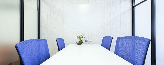 レゾナンスの会議室